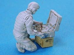 Legend 1/35 Modern US Army EOD Robot Controller Soldier  LF0